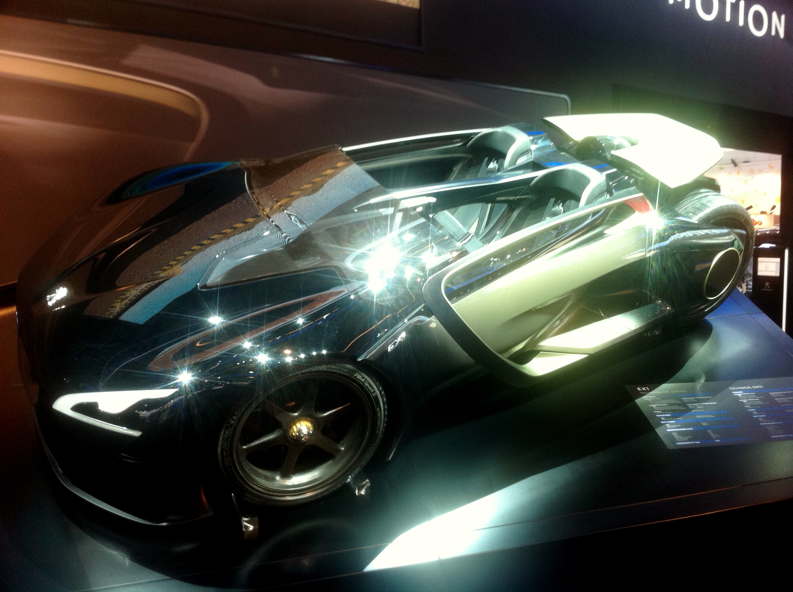Peugeot_EX1