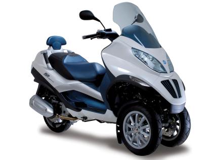 Le scooter…en deux ou trois roues sur les routes du monde.