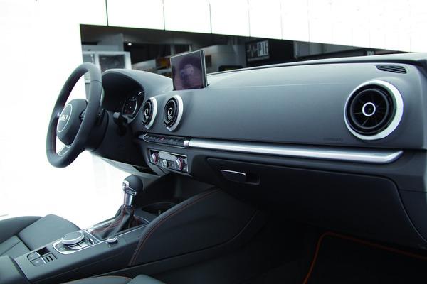 Audi A3 Sportback 2012 vue tableau de bord 1