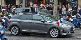François Hollande dans sa Citroën DS5 Hybride