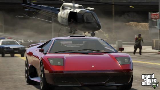 Course poursuite entre une voiture de sport et un hélicoptère