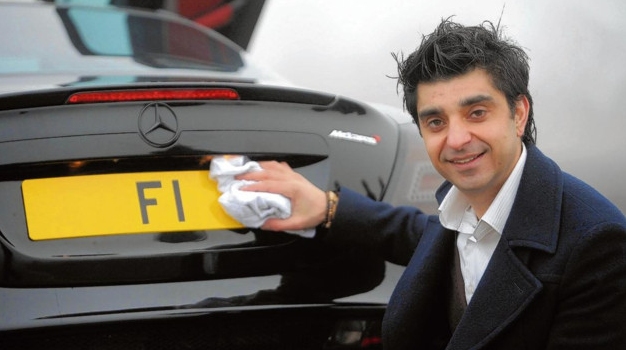 Incroyable : il cède sa plaque d'immatriculation «F1» pour 12,5 millions d'euros !
