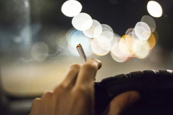 fumer-cannabis-voiture