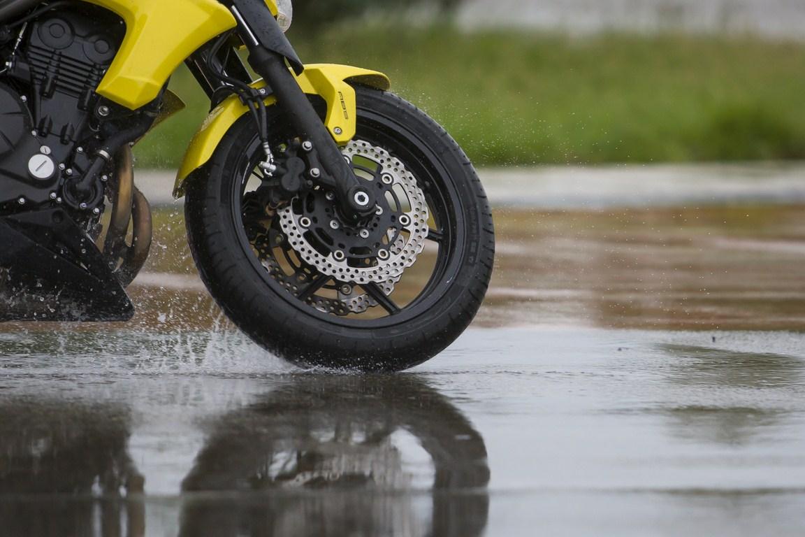Pilot Road 4 : Le nouveau pneu moto 2014 de Michelin