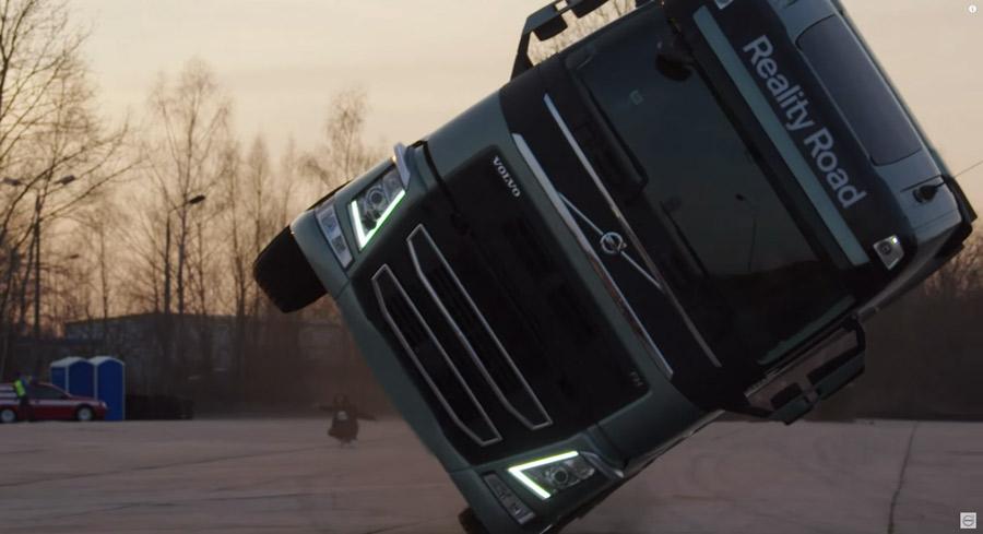 Volvo Trucks se lance dans la télé-réalité : la chanteuse Mapei vit la vie d'un conducteur