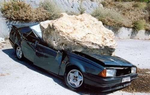accident voiture rocher