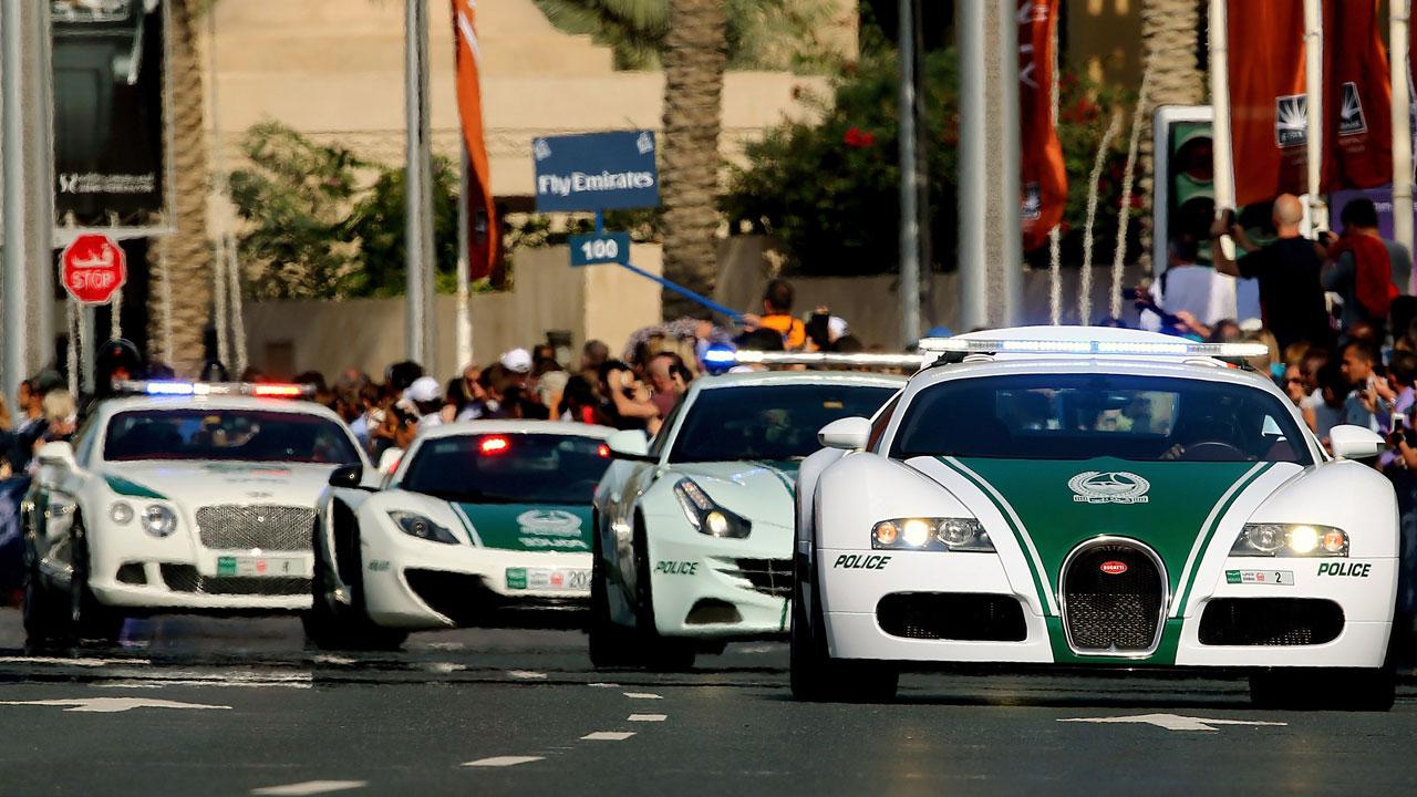 voitures police dubai