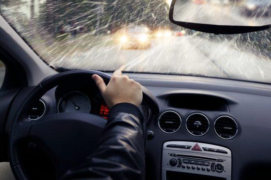 Dites adieu à la buée sur les vitres de votre voiture