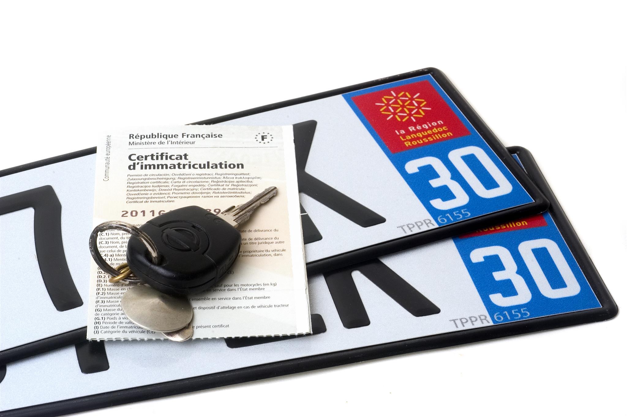 Carte grise et plaques d'immatriculations