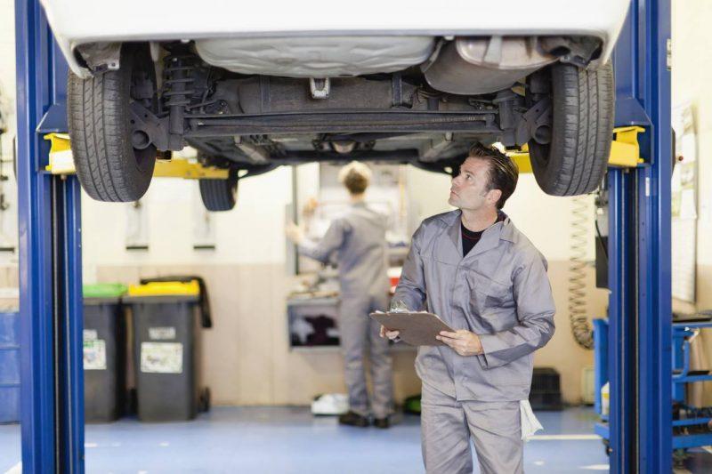 L'inspection et la révision sur une voiture